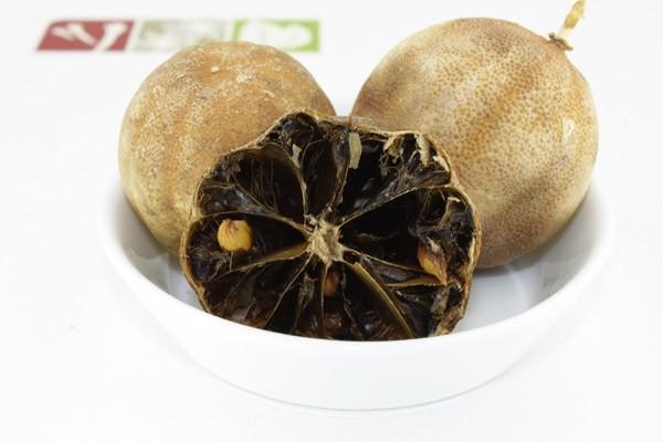 Schwarze Zitrone